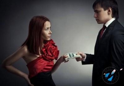 Если родитель не выплачивает вовремя алименты, то с него можно потребовать оплаты неустойки