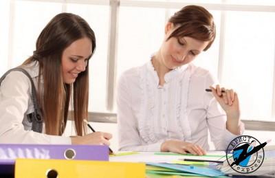 Если сотрудник отработал в организации меньше года, то при увольнении ему также положена компенсация