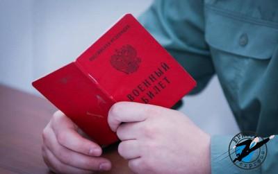При службе по контракту, по окончанию службы сотрудник имеет право либо продлить контракт, либо заключить новый
